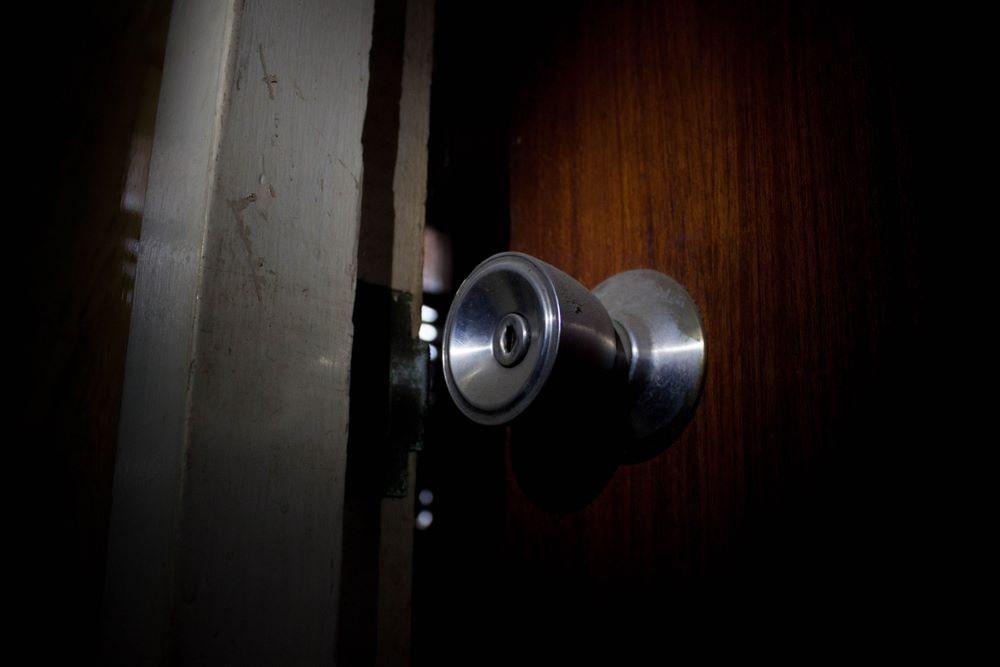 How to Repair Vinyl Door Panel